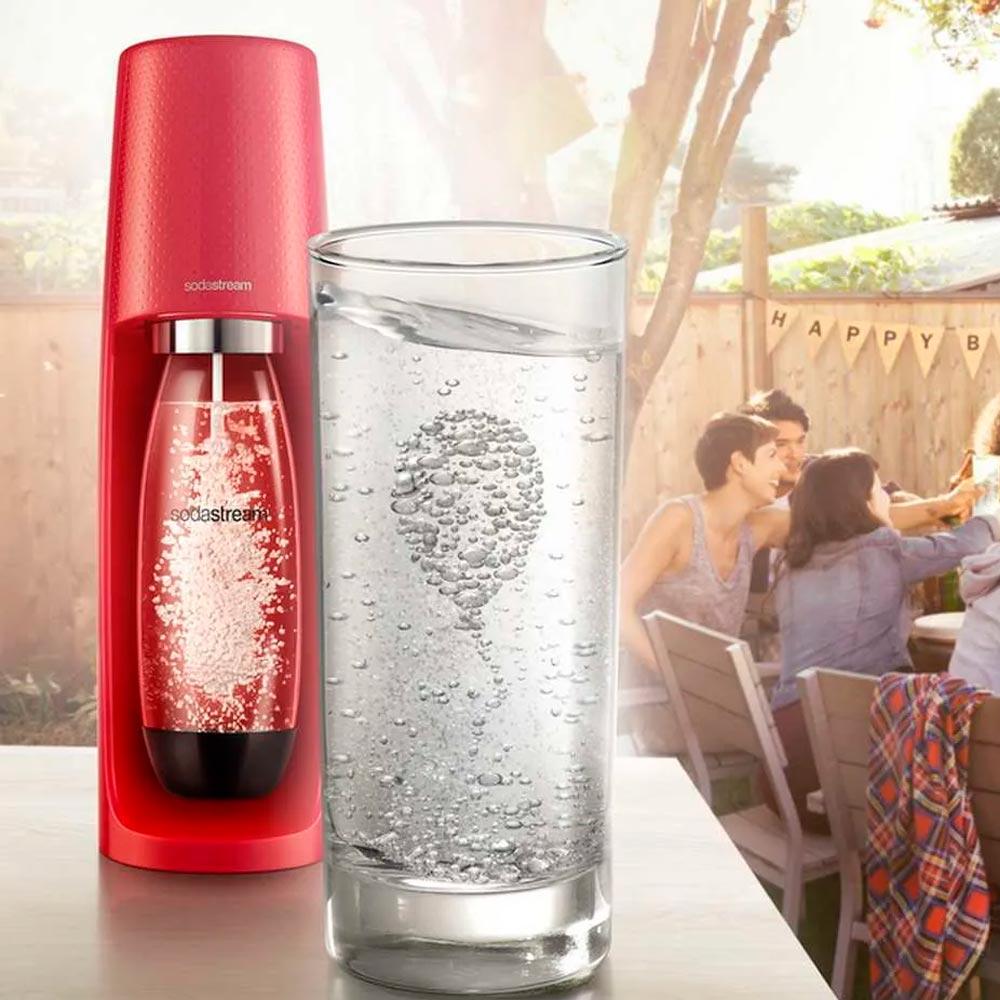Máquina para gaseificar água Sodastream Fizzi vermelha